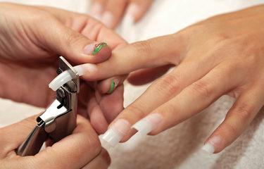Comment enlever de faux ongles ?