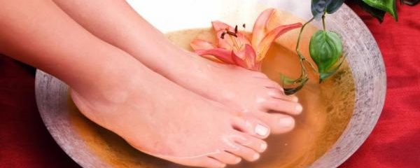 Comment ramollir les ongles des pieds